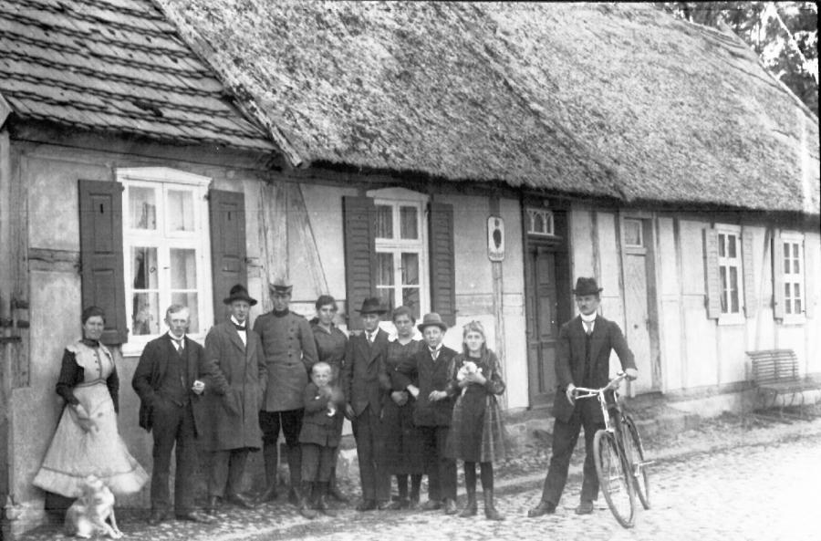 Kolonistenhaüser entlang der Dorfstrasse