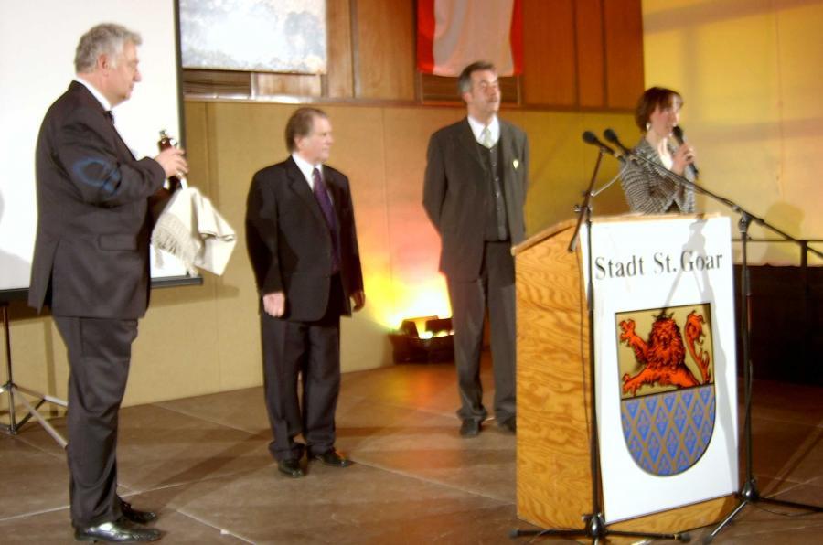 v.l.n.r.: OGV-Vorsitzender Alfred Weckmann, Tervetes Bürgermeister Edvins Upitis, Bürgermeister Thomas Bungert und Linda Mierlauka