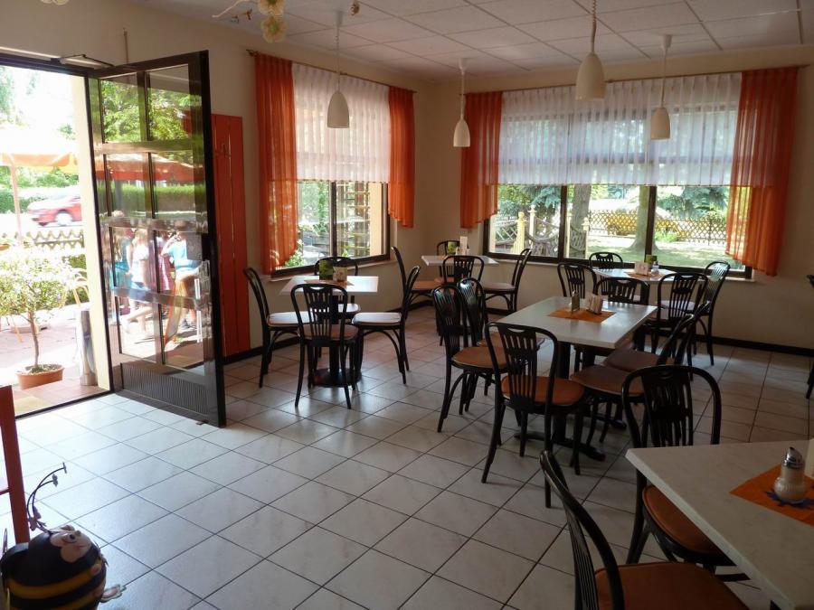 Gastraum im Eiscafé Müller