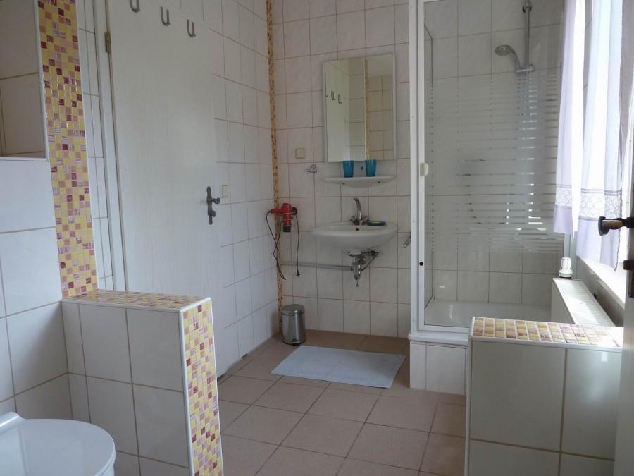 Das Bad für das 3-Bett-Zimmer