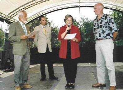 von links nach rechts: Gero Kasischke, Landesfachberater, Baumschule Pfingsten Dortmund, Ministerin Bärbel Höhn, Horst Breer