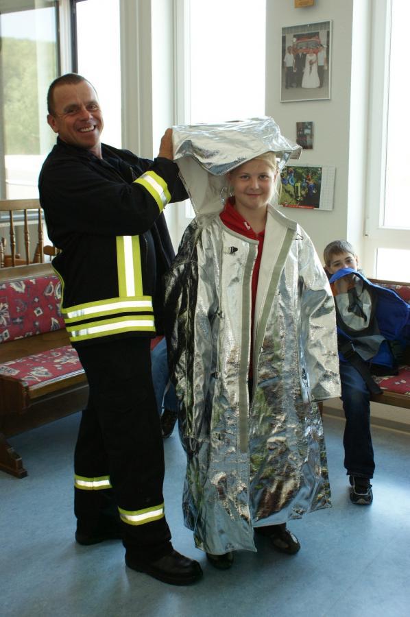 Brandschutzerziehung beim Grundschultag der Feuerwehr