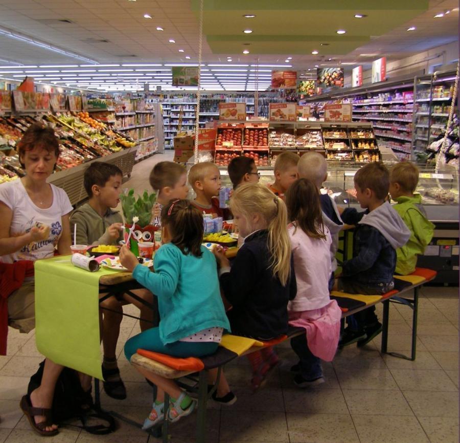 Die Gruppe im REWE-Markt