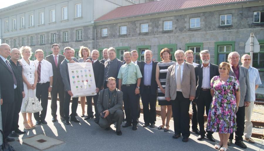 Die Partner nach der Unterzeichnung der Kooperationsvereinbarung
