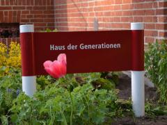 Schild Haus der Generationen