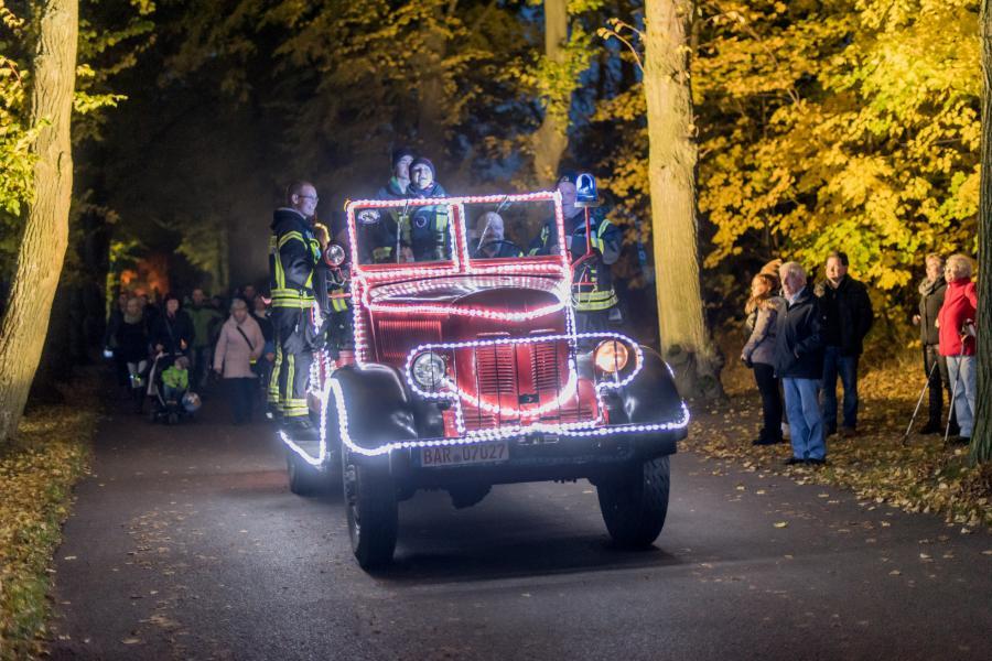 Herbstleuchten_illuminiertes Fahrzeug_Foto: C. Kruppa