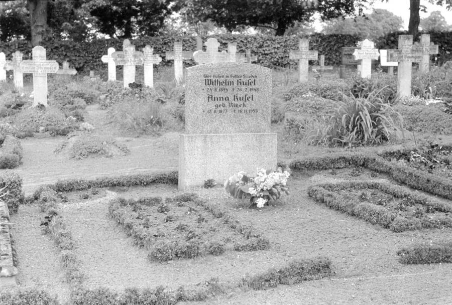 Friedhof Neukalen, um 1955 (1)