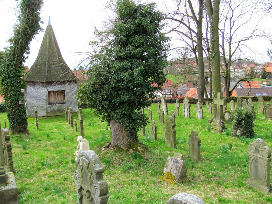 Historischer Friedhof mit Predigerhäuschen