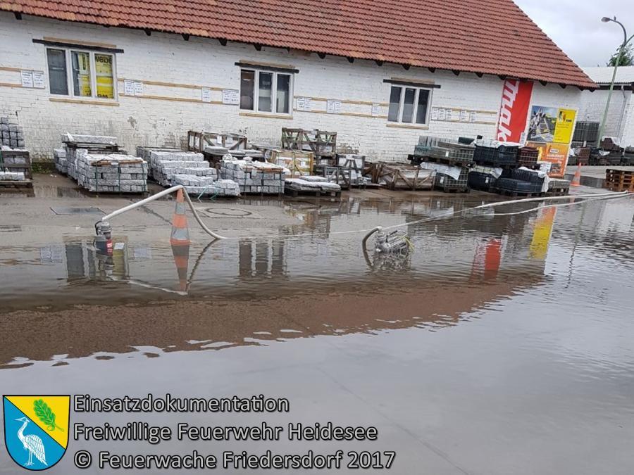 Einsatz 102/2017 | Straße und Firmenhof unter Wasser | Friedersdorf Hauptstraße | 25.07.2017