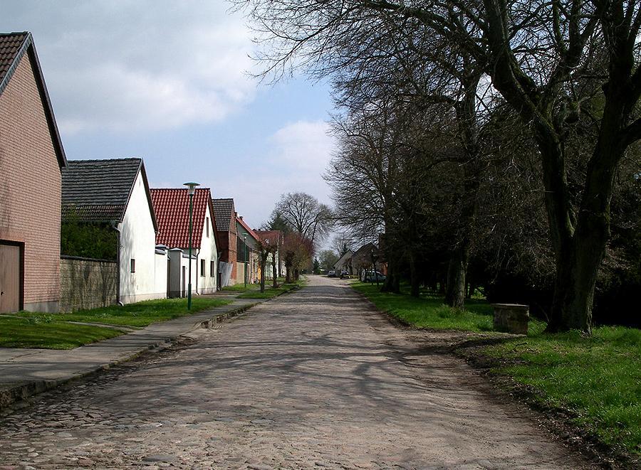 Hohenlobbese Dorfstraße