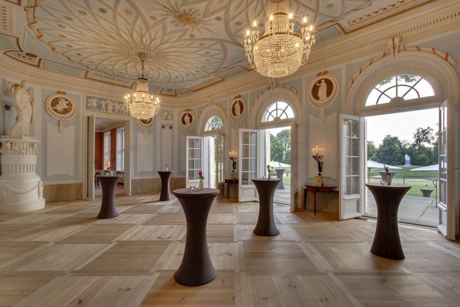 Gartensaal im historischen Schloss