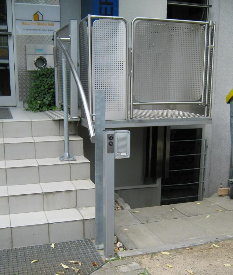 Hublift, Zugang über Eck, Außenanlage