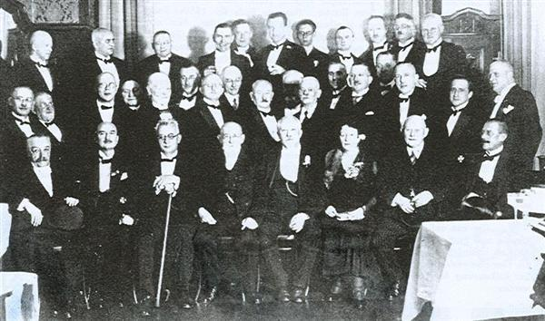 Gruppenaufnahme der 50 – Jahr - Feier