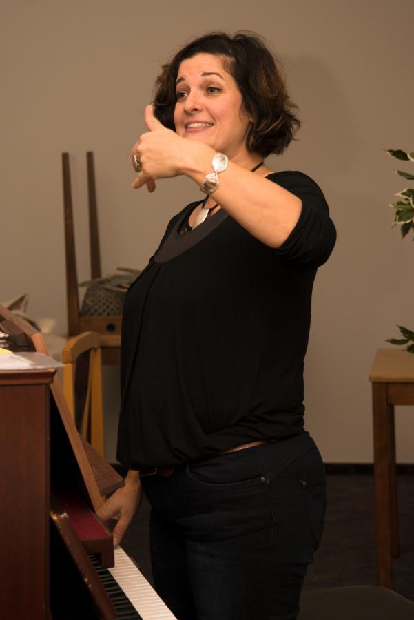 Chorleiterin Sonja Heiermann bei der Arbeit