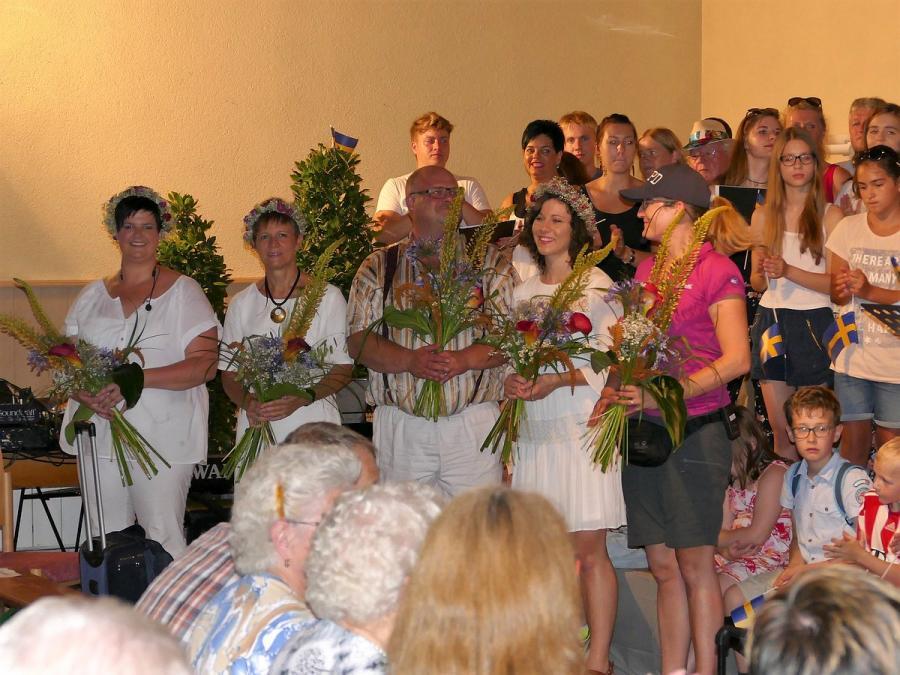 Die Mädels und Chorleiter-innen