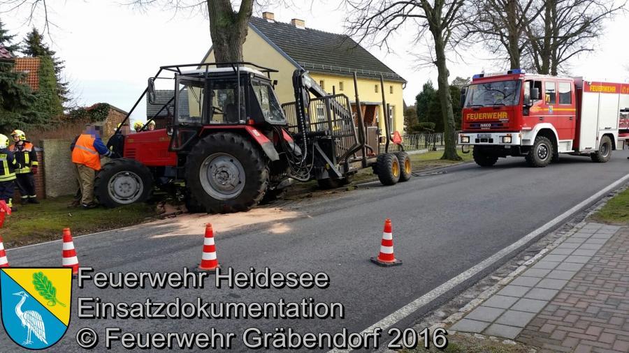 Einsatz 9/2016 | Traktor gegen Baum | B246 Gräbendorf 05.02.2016