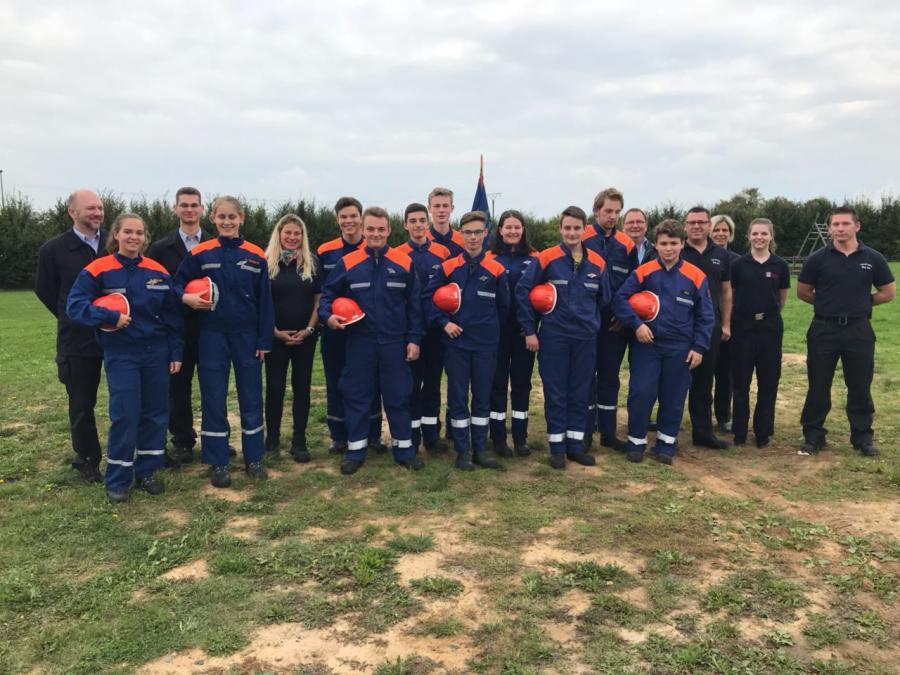 Jugendfeuerwehr mit Leisstungsspange und Ausbilderteam