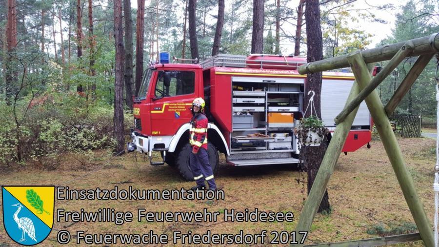 Einsatz 301/2017 | Baum droht auf Bungalow zu stürzen | Prieros Wilhelmkorso | 08.10.2017