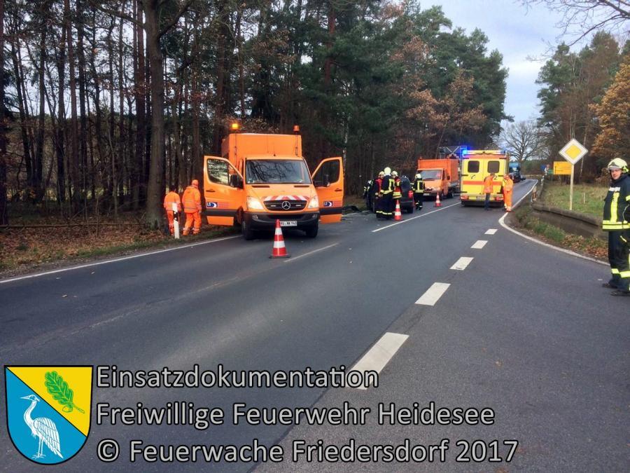 Einsatz 328/2017 | PKW in Schilderwagen | L23 AS Storkow | 23.11.2017