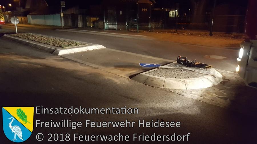 Einsatz 157/2018 | PKW gegen Verkehrsinsel | Friedersdorf Lindenstraße | 29.11.2018
