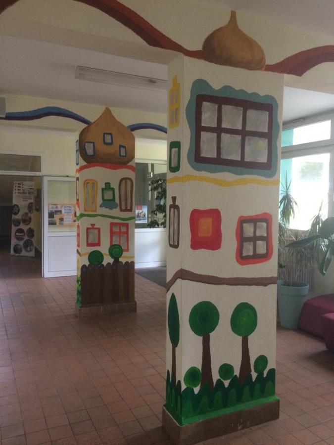 Hundertwasser-Stil im Foyer