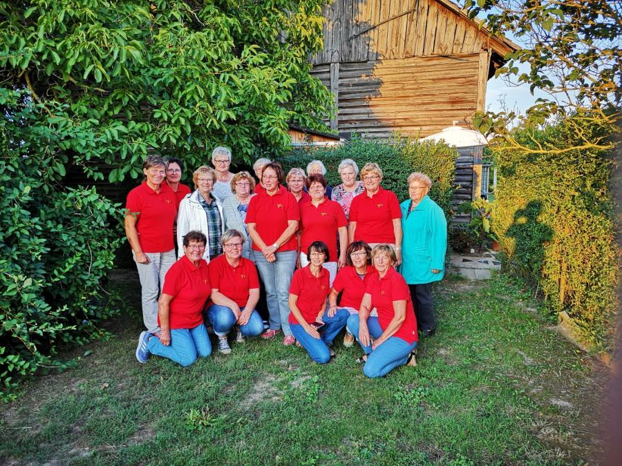 Raminer LandFrauen in ihren roten Shirts