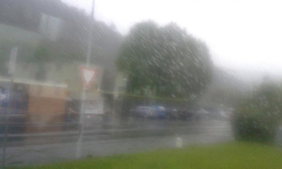 Sonntagmorgen-Regenwetter