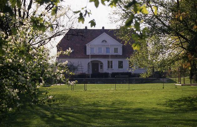 Bild: Volksschule in Holzhausen