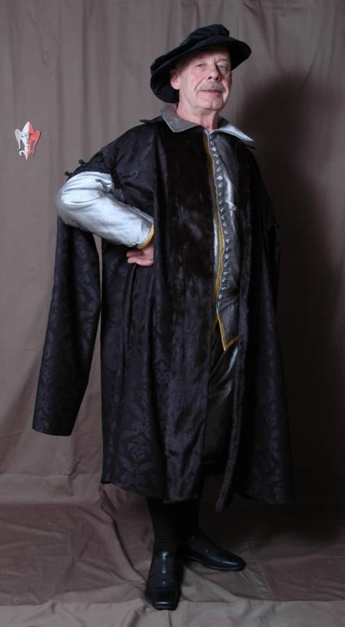 Domherrenmantel und seidenes Wams mit Pluderhose