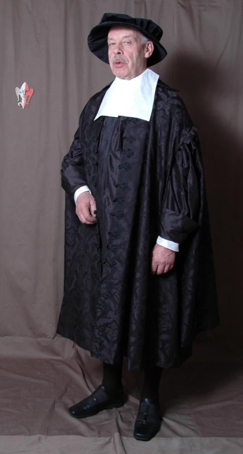 Domherrenmantel und Gewand eines Geistlichen mit historisch gestaltetem Beffchen