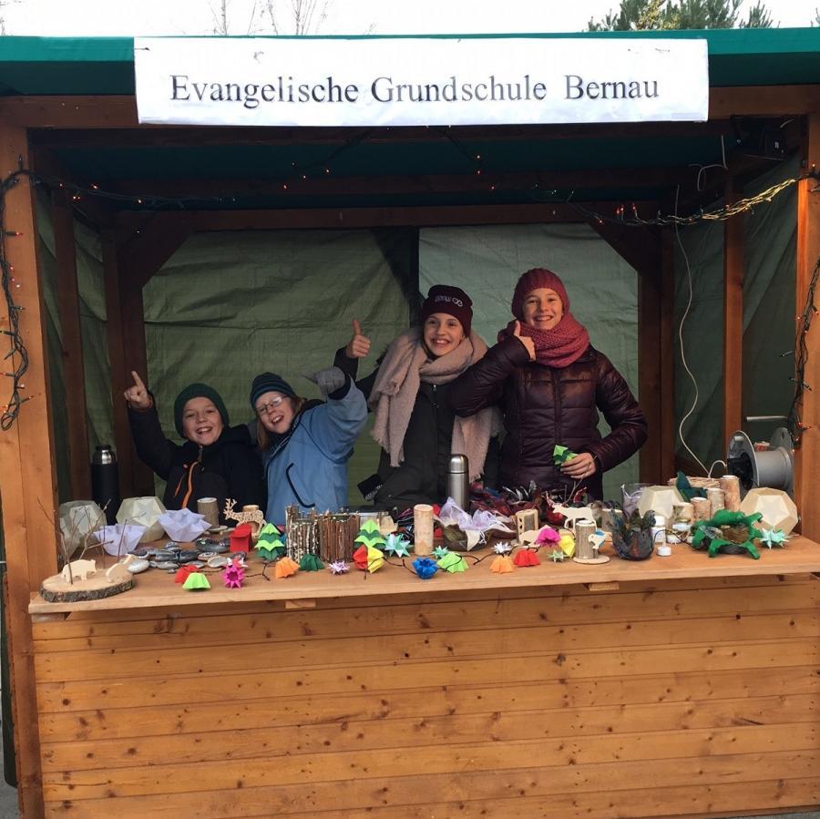 Mit dem WAT-Stand auf dem Weihnachtsmarkt in Lobetal