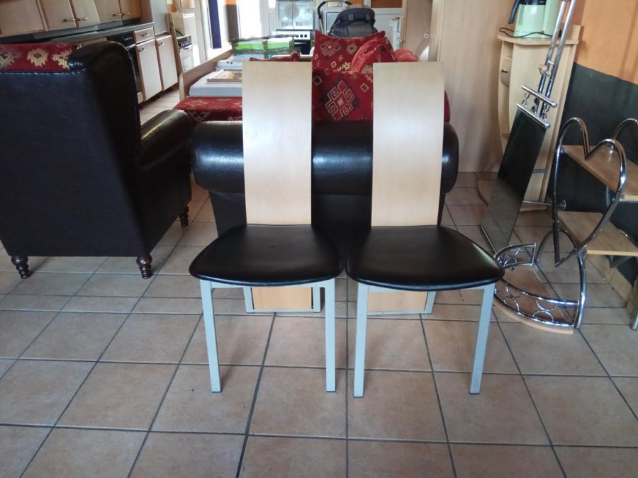 2 elegante Stühle