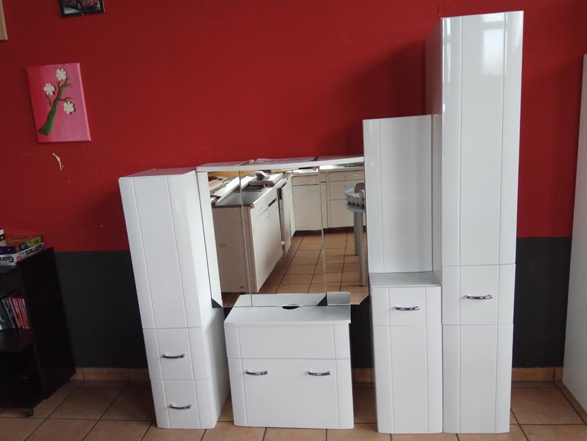 komplette Badmöbel weiß Front und Seitenteile kunstoffbeschichtet