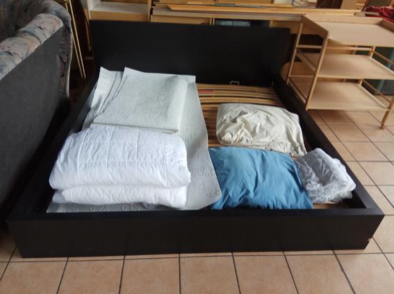 Doppelbett mit Lattenrosten
