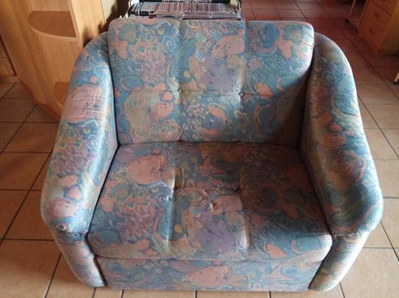 einzelner sehr breiter Sessel