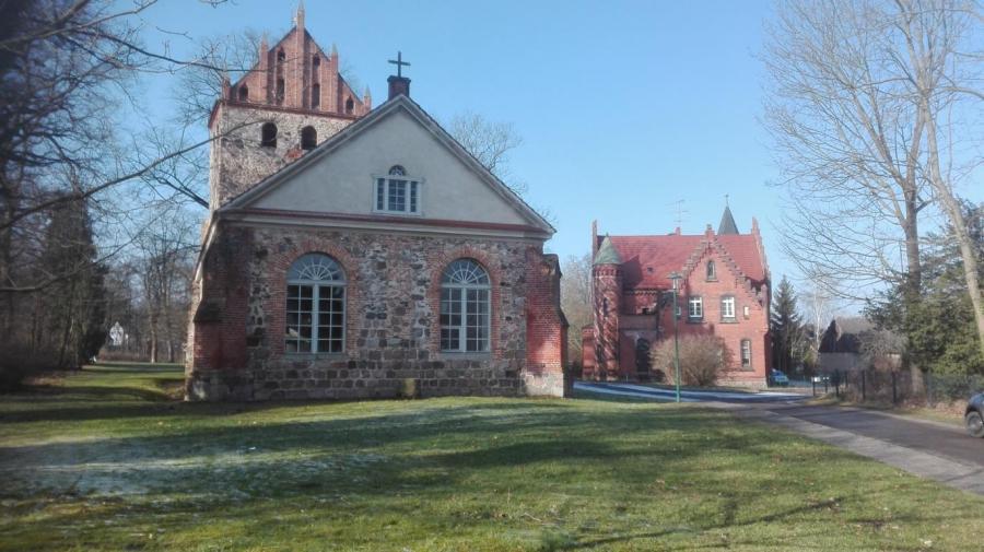 Schloss und Kirche in Jahnsfelde
