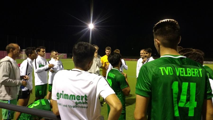 Mannschaftsbesprechung nach dem Sieg