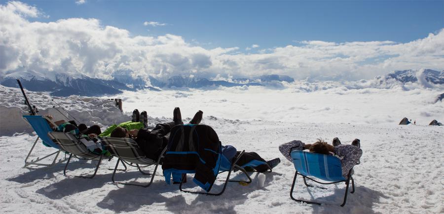 Entspannt die Sonne genießen beim Ski-Camp der Oberlausitzer Sportjugend