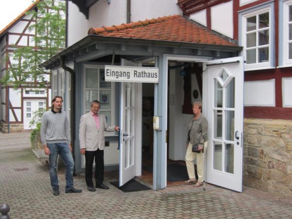 Foto: barriererfrei umgebauter Rathaus-Eingang