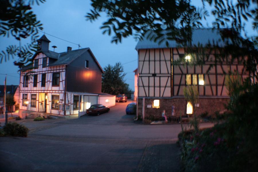 Sommerabend rund um Gemeindehaus und Betho-Scheune