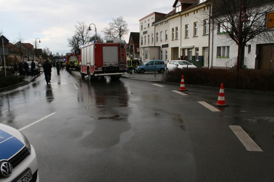 Einsatz PKW gegen Hauswand in Gramzow