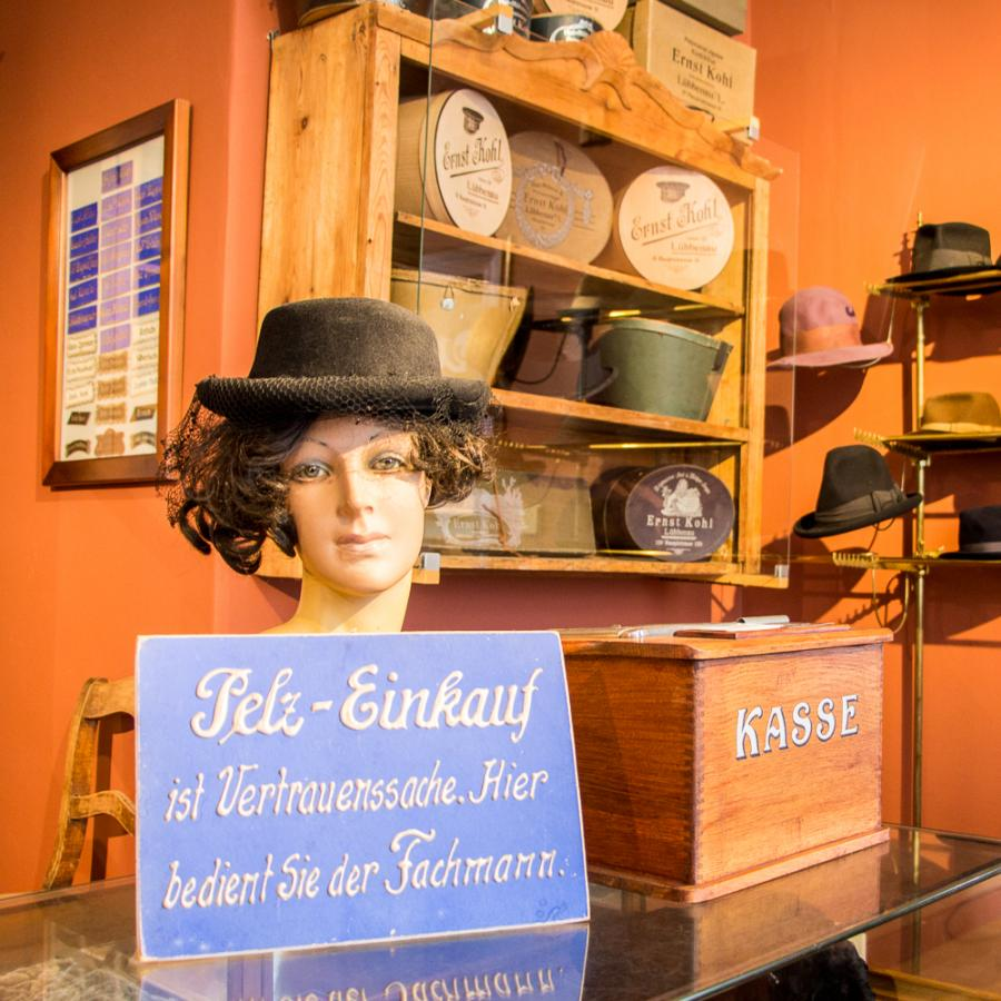 Spreewald-Museum -Lübbenau_Hutmacher Foto- Museum OSL
