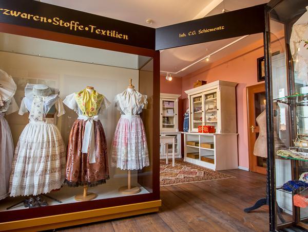 Spreewald-Museum Lübbenau - Textilwarenladen Foto- Museum OSL