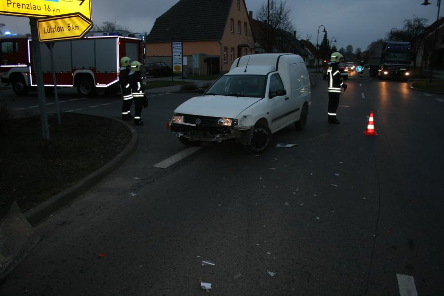 Verkehrsunfall im Kreuzungsbereich in Gramzow