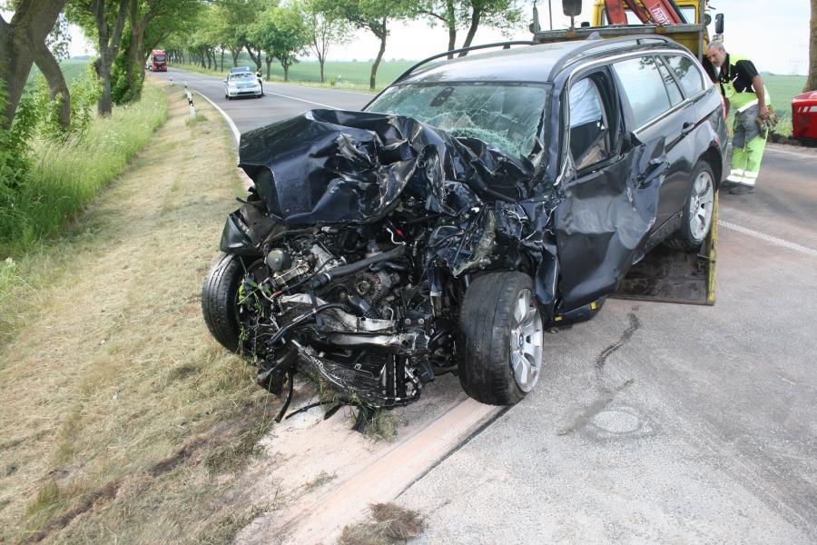 schwerer Verkehrsunfall mit Traktor auf der B198