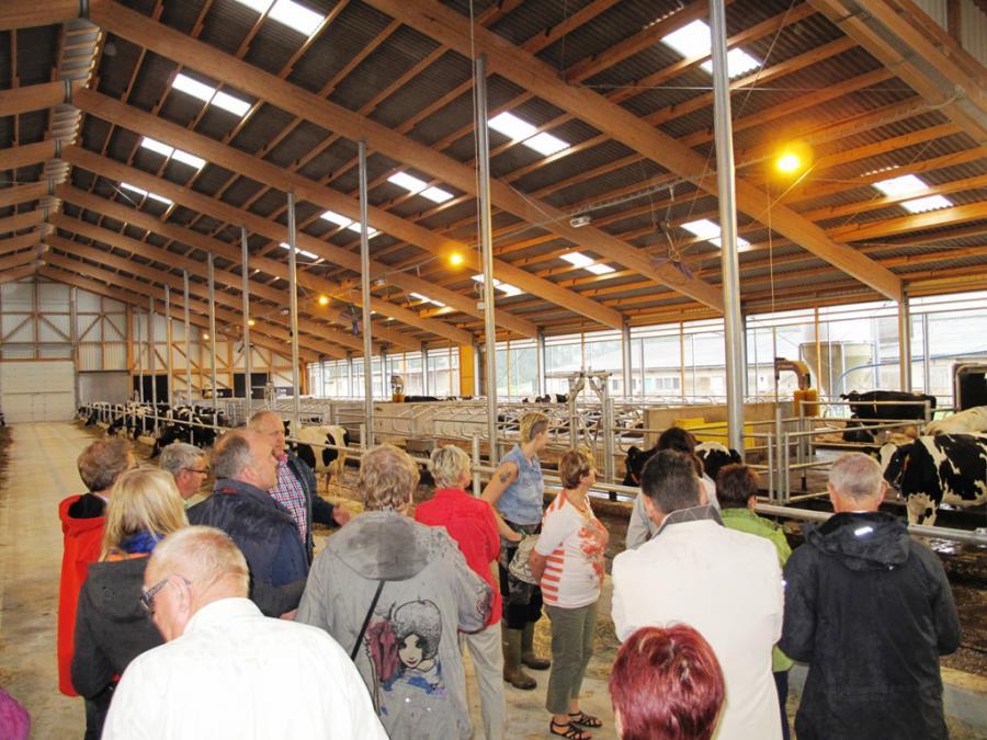 Besichtigung des neuen Milchviehstalls in Krahne