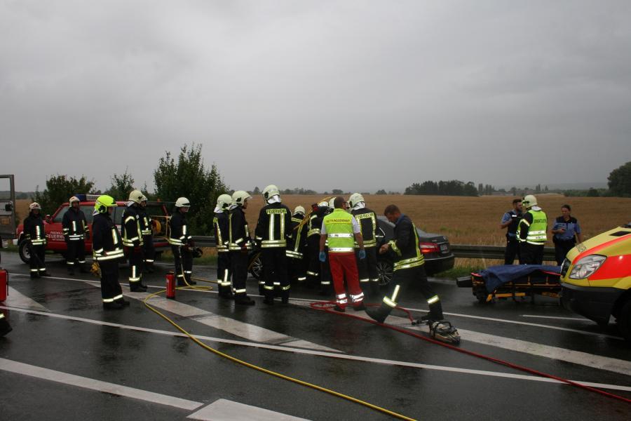 schwerer Verkehrsunfall auf der B166 mit eingeklemmte Person