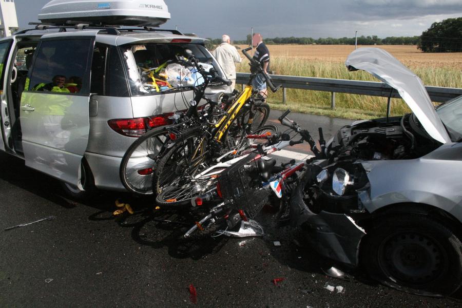 Verkehrsunfall mit 3 PKW auf der BAB 11