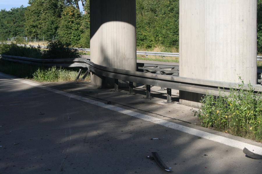BAB11, Verkehrsunfall mit Gas betriebenem Fahrzeug