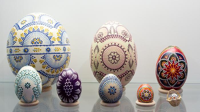 IMG_6938 Ostereierkünstlerin Kowal - Straußenei, Nanduei, Gänseei, Entenei, Hühnerei, Perlhuhnei, Taubenei, Spatzenei Foto- Museum OSL